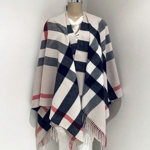 BURBERRY LONDON CASHMERE / WOOL CAPE